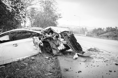 Accident car crash with tree on the road Reklamní fotografie - 40086544