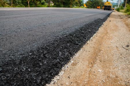 -Close-up di asfalto alla strada in costruzione. Archivio Fotografico