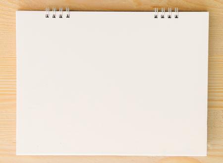 hoja en blanco: Blank paper on wooden background Foto de archivo