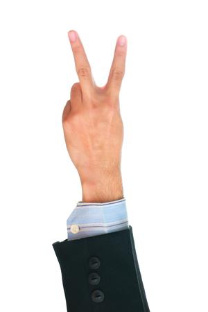 comunicacion no verbal: hombre de negocios que muestra gesto de dos dedos sobre fondo blanco.