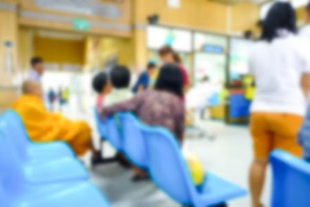 visitador medico: Resumen borrosa de las personas que esperan médico en el hospital.