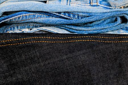 Close up group of jeans for sell at the shop pattern background Standard-Bild
