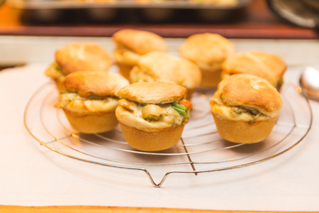 Baked bread buns or bread muffins with chicken and vegetables. Banco de Imagens