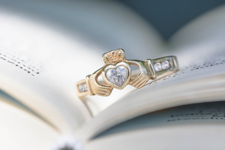 Vntage traditional Claddagh Ring