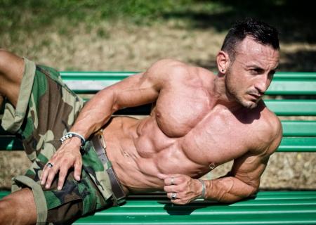 desnudo masculino: Guapo, culturista musculoso Foto de archivo
