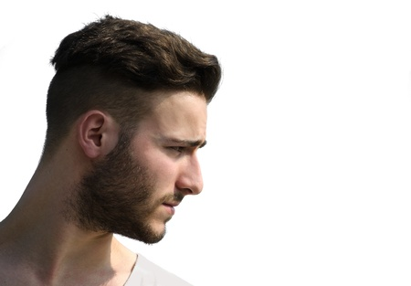 Portret, profiel shot van jonge man gezicht op zoek naar een kant, geïsoleerd op wit