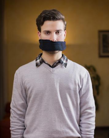 muzhiki-s-klyapom-vo-rtu-video-spermotoksikoz