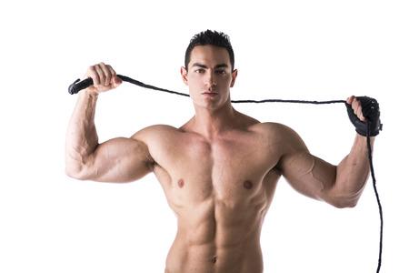 adult male: Muscolare shirtless giovane uomo con la frusta e guanto tempestato su sfondo bianco