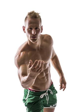 Retrato atractivo de un modelo masculino sin camisa rubia muy musculoso, dando la mano que le invita en lugares aislados en blanco Foto de archivo - 30965376
