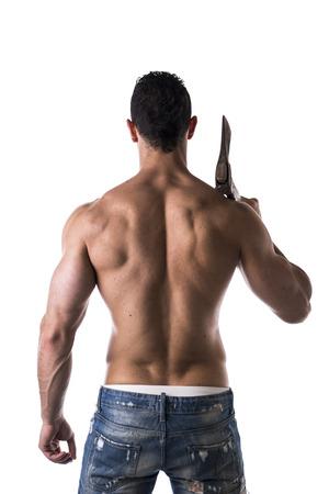 hombres sin camisa: Hombre del m�sculo con el hacha vista posterior en el fondo blanco Foto de archivo