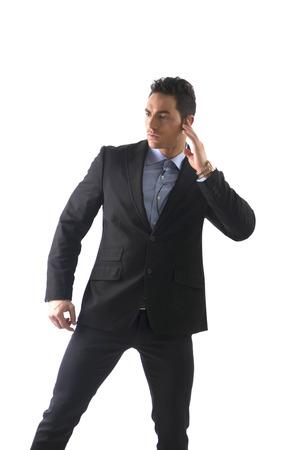 agent de s�curit�: Homme �l�gant ressed comme garde du corps ou de l'agent de s�curit�, avec des �couteurs, isol� sur blanc