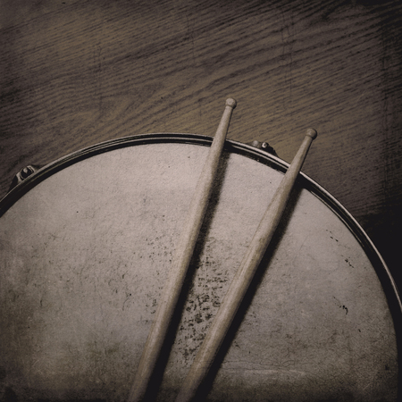 snare drum: Grunge music background with Snare Drum and Sticks