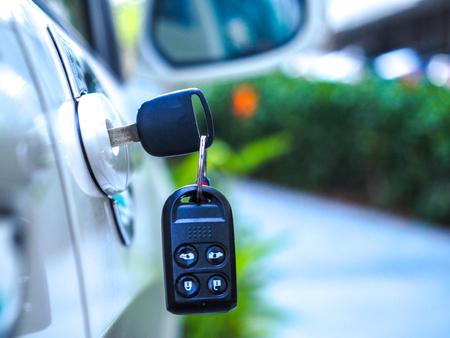 Car keys left in the door Imagens