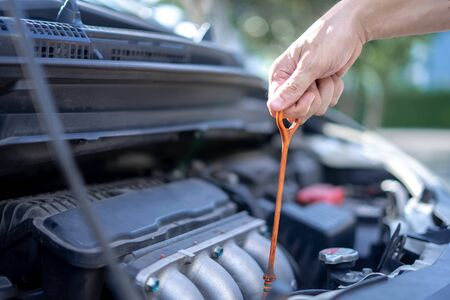 Man checking the oil level in car engine, Check and maintenance the oil level in car with yourself. Stockfoto