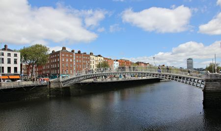 liffey: halfpenny bridge dublin