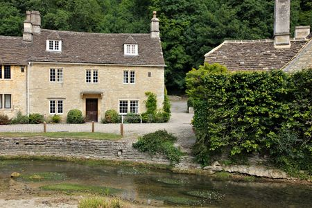 cotswold: cotswold stone house Editorial