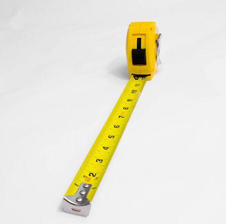 片足を抜いて黄色のテープ メジャー 写真素材 - 1694097