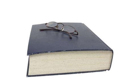 독서 안경으로 생각하는 대형 책 스톡 콘텐츠