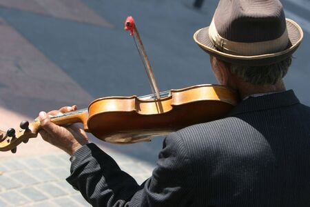 gipsy: Gipsy who play violin on the street