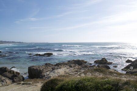モントレーの近くのカリフォルニア海岸からの展望