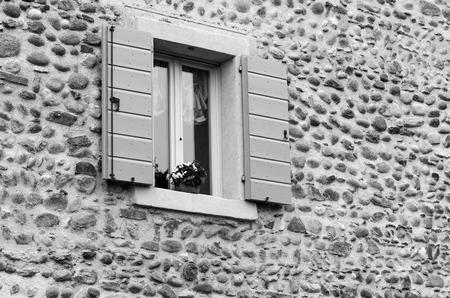 open window: Ventana abierta Retro Foto de archivo