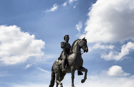 henry: Statue of King Henry IV in Paris