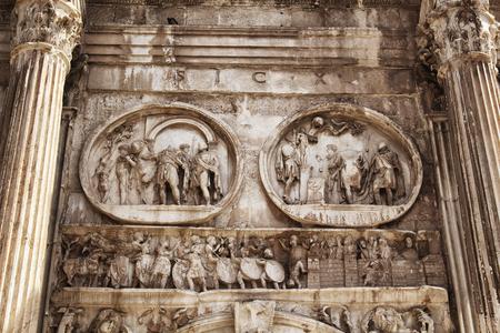 constantino: Close up view of Arco di Constantino in Rome