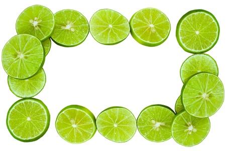 limonada: limones verdes forro al marco y aislados en blanco Foto de archivo