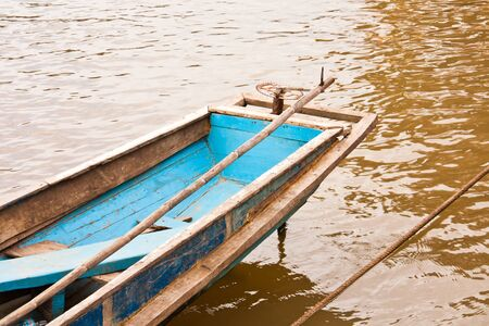 get across: Long-tailed boat. Running in the river to get across to people.