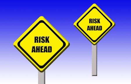 risks ahead: S�mbolos amarillos de una alerta temprana Hay riesgos por delante Foto de archivo