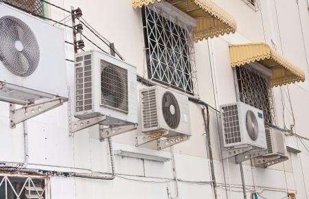 compresor: El aire acondicionado unidad condensadora para abastecer a la casa hogar u oficina