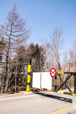 no pase: No pase por la valla está bloqueado