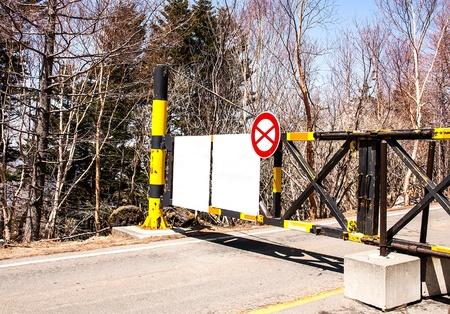 no pase: No pase por la valla está bloqueado. Foto de archivo