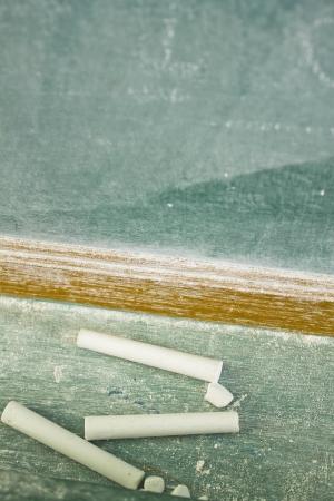white chalks: tizas blancas con pizarra
