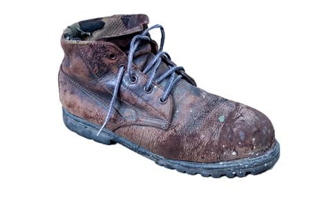 velhas botas de trabalho de Brown isolado no fundo branco