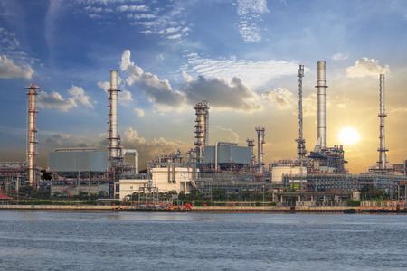 rafinery: petrochemical industrial plant, Industrial background