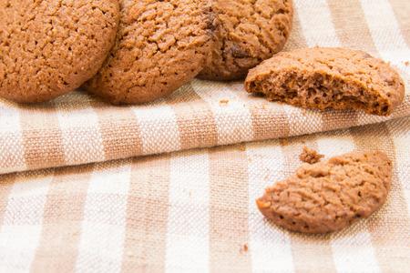 cikolatali: Chocolate chip cookies on borwn fabric