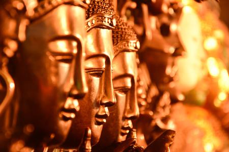 cabeza de buda: Gold Buddha head arranged with selective focus. Foto de archivo