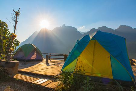 치앙마이 지방, 태국의 Doi Luang Chiang Dao에서의 홈스테이 캠핑 및 텐트 스톡 콘텐츠