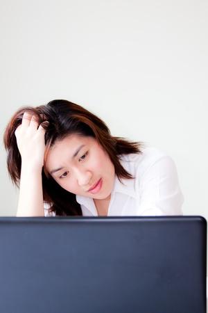 mujer decepcionada: joven mujer infeliz Foto de archivo