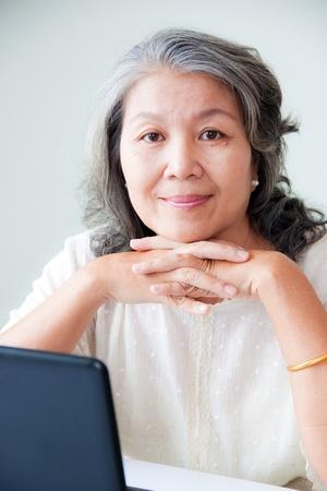 one senior adult woman: feliz mujer asi�tica senior  Foto de archivo