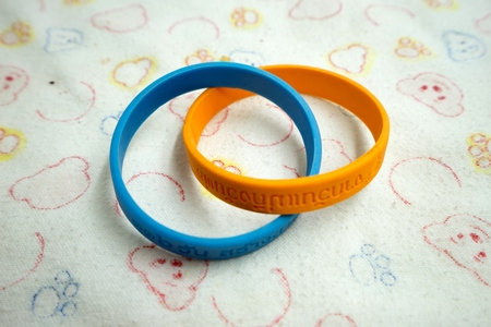 harmonize: Blue mean mother day , Orange mean father day.
