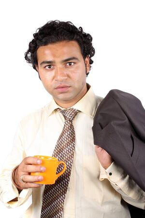 office break: Un joven empresario indio tener un caf� durante un descanso de la Oficina.  Foto de archivo