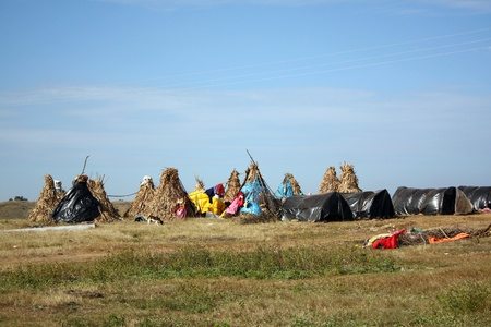 nomadic: Nomadic or tribal huts in the Indian countryside.