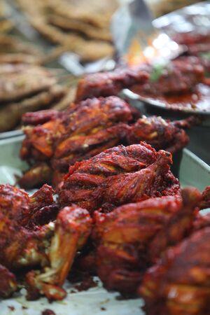delicadeza: Indian pollo tandoori manjar delicioso y picante servida en un plato