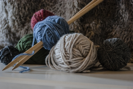 Wooden knitting needles and wool