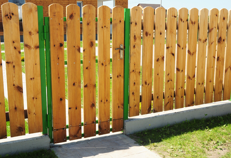 Wooden Fence Door. Wood Fence Gates - Wood Fencing.