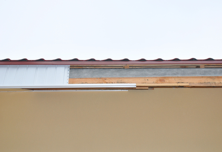 Soffit and Fascia Installation. Roofing Construction. 版權商用圖片