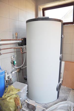 Hot Water Heating Boiler Installation. Condensing Boiler Accumulator Tank. Stockfoto