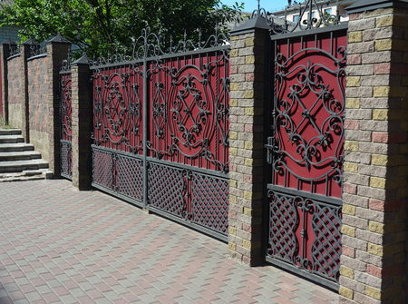 Ordinaire Brick And Metal Fence With Door And Gate Of Modern Style Design Decorative  Cracked Brick Wall
